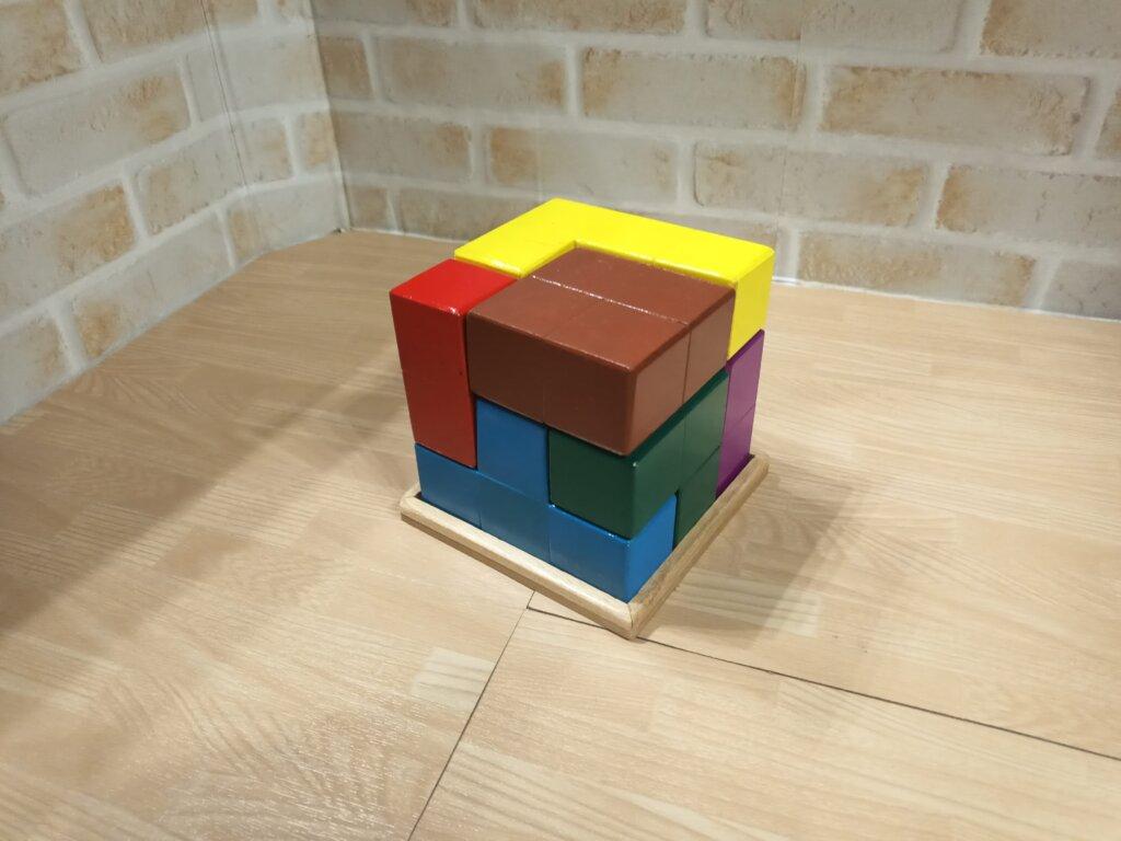 木工DIYで作った賢人パズル